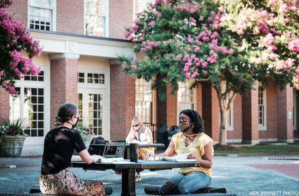 Wake Forest students demonstrate a socially distanced and properly masked campus.